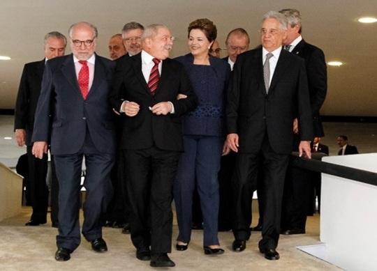 Dilma Rousseff com ex-presidentes ao chegar para cerimônia de instalação da Comissão da Verdade.  (Foto: Roberto Stuckert Filho / Presidência).