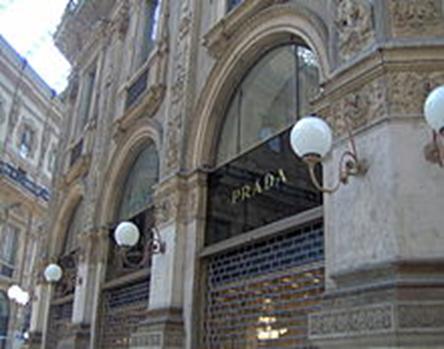 Loja da grife Prada, na cidade de Milão, Itália - 1913.